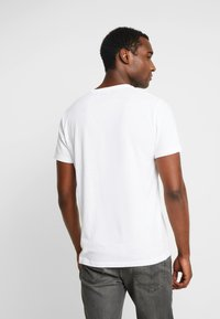 Abercrombie & Fitch - MULTIPACK CREW  3Pack - Jednoduché triko - white - 3