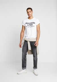 Abercrombie & Fitch - APPLIQUE HERITAGE  - T-shirt print - white - 1
