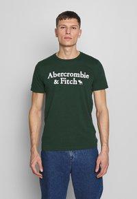 Abercrombie & Fitch - HOLIDAY APPLIQUE  - T-shirt imprimé - green - 0