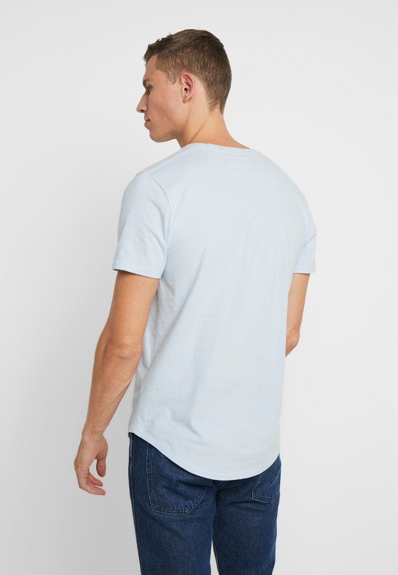 Abercrombie & Fitch CURVED HEM ICON - T-shirts med print - light blue