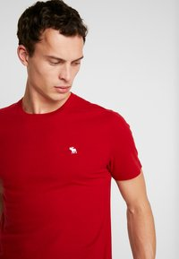 Abercrombie & Fitch - CREW 3 PACK - Basic T-shirt - red/grey/green - 3