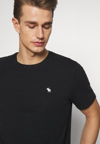 Abercrombie & Fitch - SEASONAL CREW  3 PACK - Camiseta básica - navy/blue/pink - 6