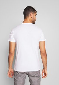 Abercrombie & Fitch - MULTIPACK - Basic T-shirt - navy/grey/white - 4
