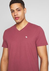 Abercrombie & Fitch - 5 PACK - Basic T-shirt - red/blue/white - 7
