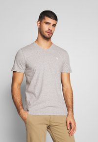 Abercrombie & Fitch - NEUTRAL 5 PACK - Basic T-shirt - navy/white/blue/green/grey - 5
