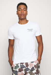 Abercrombie & Fitch - GRAPHIC CREW 3 PACK - Print T-shirt - white/tan/blue - 4