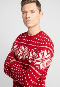 Abercrombie & Fitch - SNOWFLAKE CREW - Jumper - red and cream pattern - 5