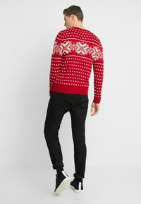 Abercrombie & Fitch - SNOWFLAKE CREW - Jumper - red and cream pattern - 2