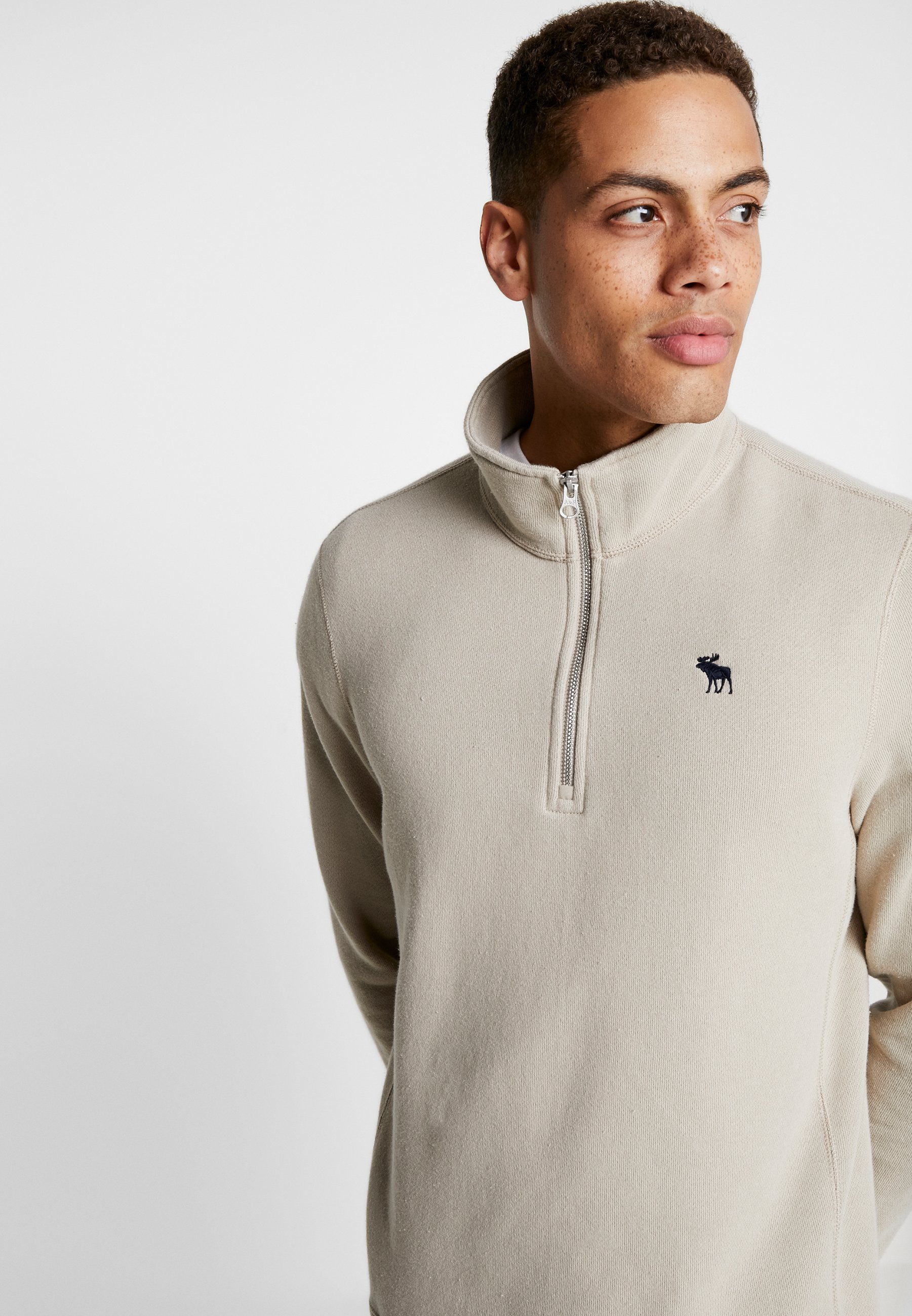 Abercrombie & Fitch Holiday Core Icon Mock - Sweater Tan