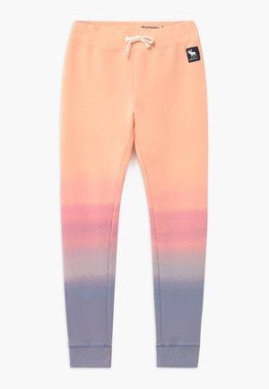 OMBRE CORE - Teplákové kalhoty - light purple