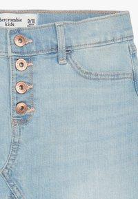 Abercrombie & Fitch - EXPOSED SHANK SKIRT  - Denim skirt - light wash - 4