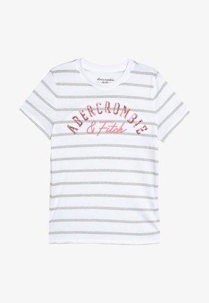 TECH CORE - Print T-shirt - grey/white