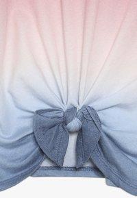 Abercrombie & Fitch - TECH CORE TIE FRONT  - Top sdlouhým rukávem - red/blue - 2