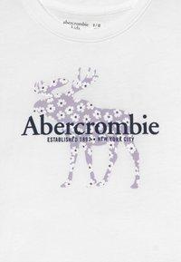 Abercrombie & Fitch - Triko spotiskem - white - 3