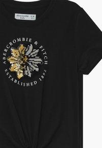 Abercrombie & Fitch - JAN TIE FRONT FLIP - Print T-shirt - black - 3