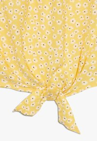 Abercrombie & Fitch - TIE FRONT BELL SLEEVE  - Bluser - yellow ditsy - 2
