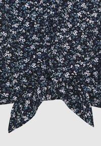 Abercrombie & Fitch - TIE FRONT - T-shirt imprimé - black - 2