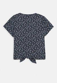 Abercrombie & Fitch - TIE FRONT - T-shirt imprimé - black - 1