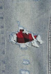 Abercrombie & Fitch - SKINNY DARK DESTROY BACKING  - Jeans Skinny - light blue denim - 4