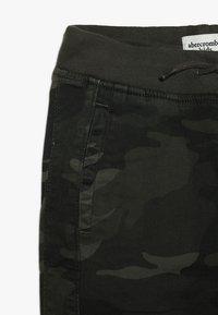 Abercrombie & Fitch - BETTER CAMO JOGGER - Pantalon classique - khaki - 2