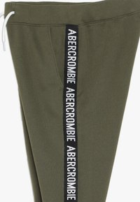 Abercrombie & Fitch - TAPE IT TO THE LIMIT - Joggebukse - olive - 2