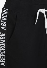 Abercrombie & Fitch - TAPE IT TO THE LIMIT - Pantalones deportivos - black - 3