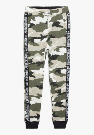 LOGO TAPE CAMO JOGGER - Pantalon de survêtement - khaki