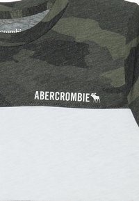 Abercrombie & Fitch - PATTERN - T-shirts print - olive/white - 3
