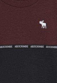 Abercrombie & Fitch - SLEEVETAPE - Pitkähihainen paita - burg - 3