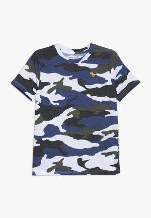PATTERN  - T-shirt z nadrukiem - khaki