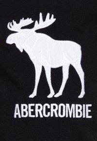 Abercrombie & Fitch - TECH LOGO - T-shirt z nadrukiem - black - 2