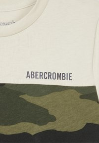 Abercrombie & Fitch - BASIC NOVELTY  - Printtipaita - tan - 3