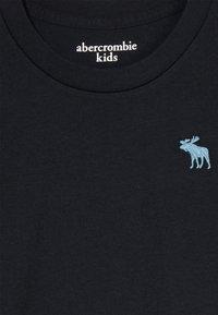 Abercrombie & Fitch - BASIC CREW - Basic T-shirt - black - 3
