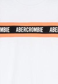 Abercrombie & Fitch - FASHION TEE - Print T-shirt - white - 3