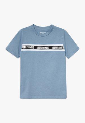 LOGO TAPE TEE - T-shirt print - blue