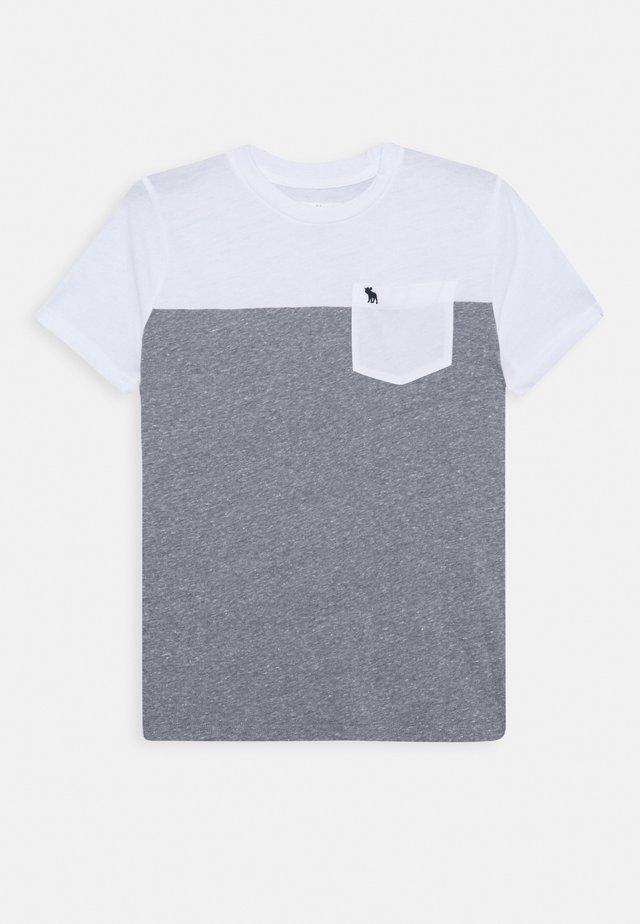 NOVELTY BASIC - Print T-shirt - white/grey