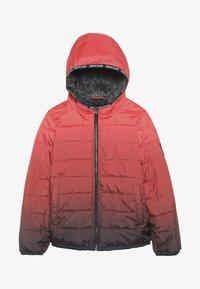 Abercrombie & Fitch - COZY PUFFER OMBRE  - Zimní bunda - red ombre - 3