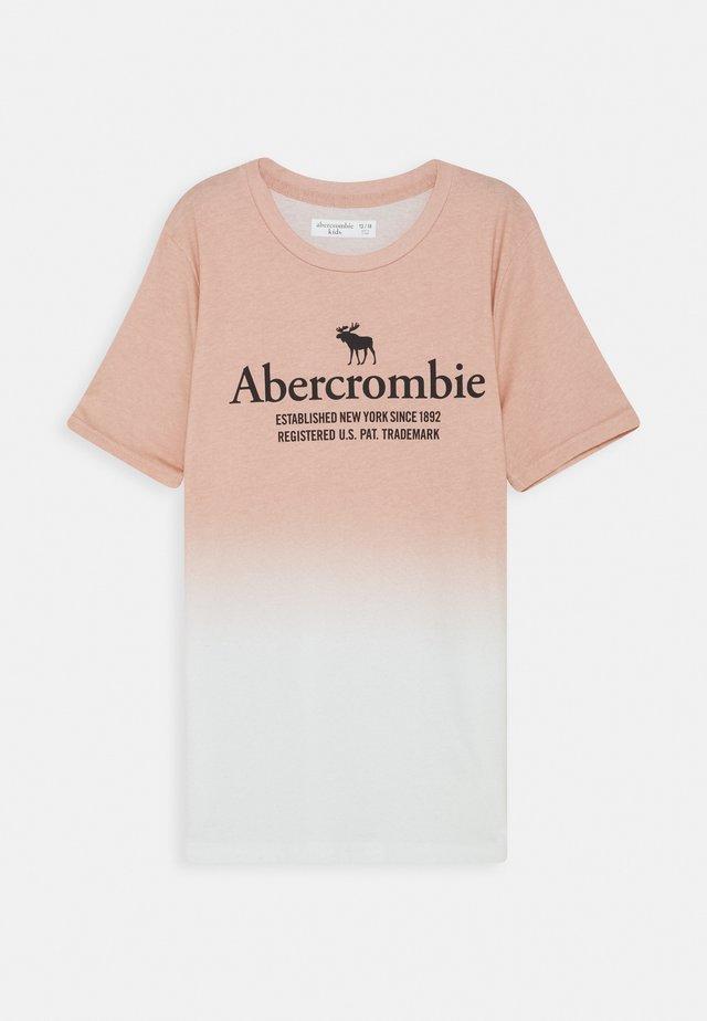 TEE ELEVATED - Camiseta estampada - pink
