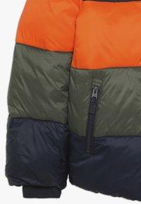 Abercrombie & Fitch - ESSENTIAL PUFFER - Vinterjacka - orange/navy/olive - 2