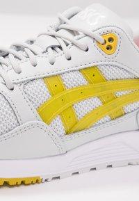 ASICS SportStyle - GELSAGA - Sneaker low - glacier grey/mustard - 5