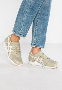 ASICS SportStyle - GEL-MOVIMENTUM - Sneakers laag - khaki/cream - 0