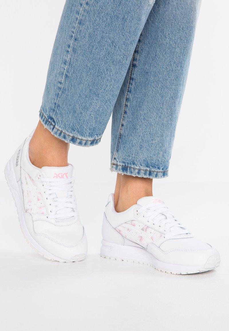 ASICS SportStyle - GELSAGA - Sneaker low - white