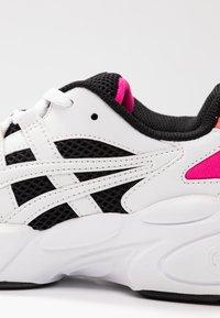 ASICS SportStyle - Sneakersy niskie - black/white - 2