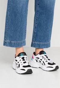 ASICS SportStyle - Sneakersy niskie - black/white - 0