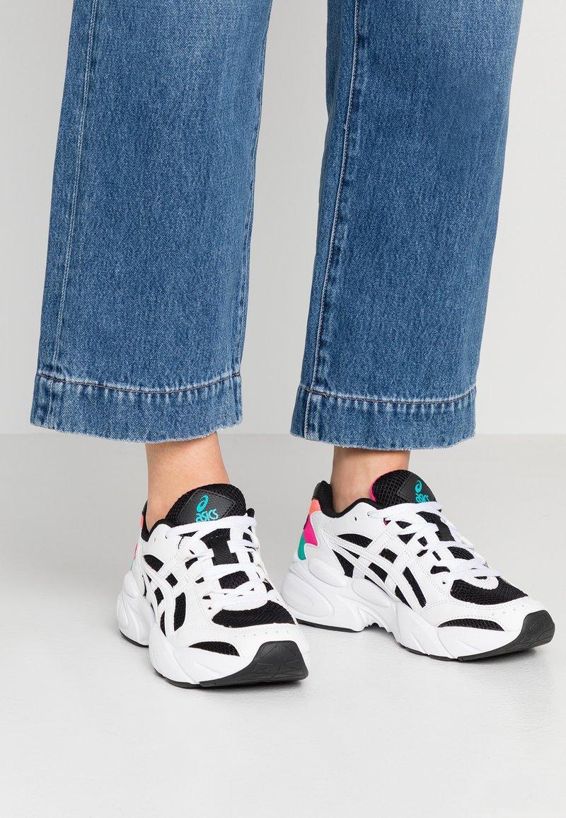 ASICS SportStyle - Sneakersy niskie - black/white