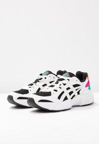ASICS SportStyle - Sneakersy niskie - black/white - 4