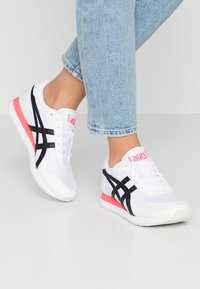 ASICS SportStyle - TIGER RUNNER - Trainers - white/black - 0