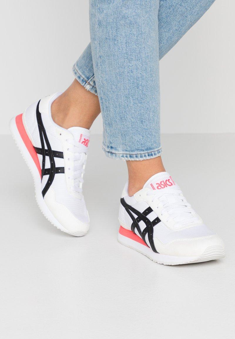 ASICS - TIGER RUNNER - Zapatillas - white/black