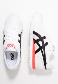 ASICS SportStyle - TIGER RUNNER - Trainers - white/black - 3