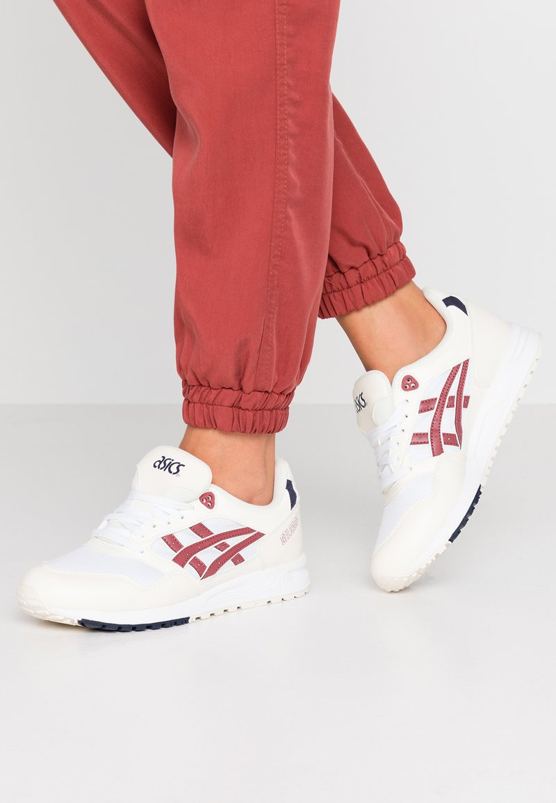ASICS SportStyle - GELSAGA - Trainers - white/brisket red